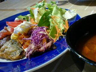 Dining 仙坐花壇